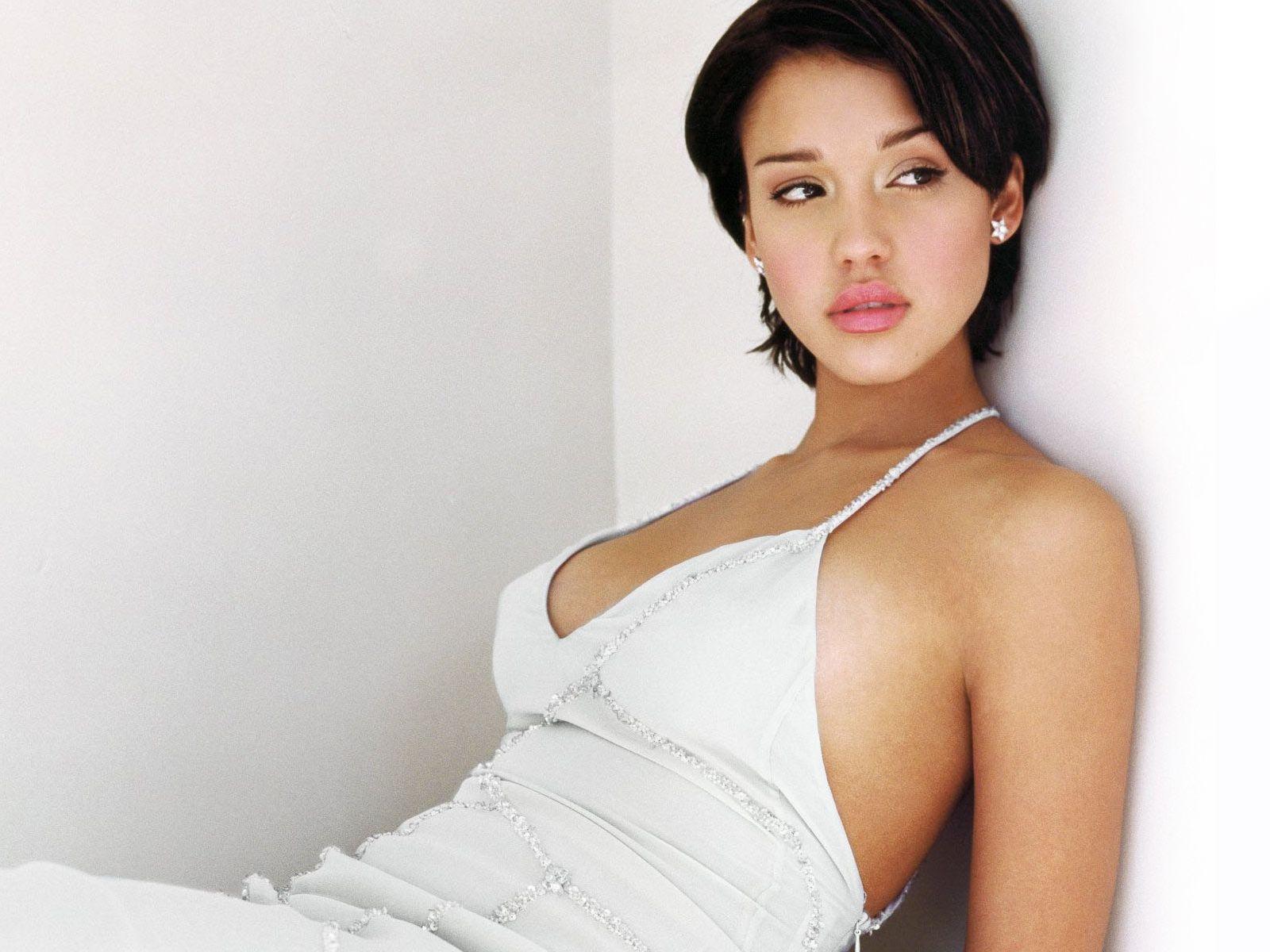 Toutes les photos voles de Jessica Alba nue et seins nus