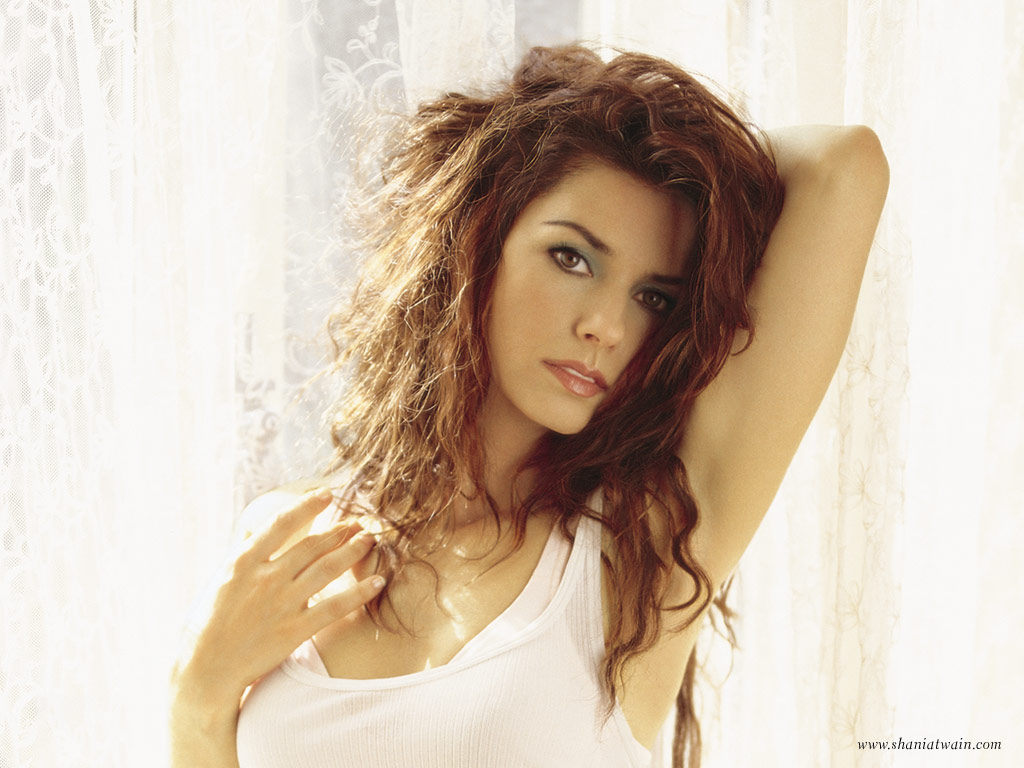 http://www.starok.com/beta/html/wallpapers/wallpapers-shania-twain-1.jpg