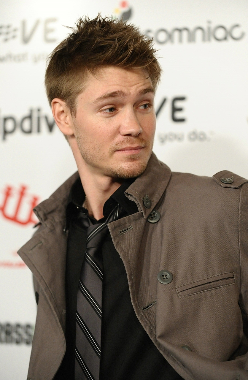 http://www.starok.com/html/photos/more/chad-michael-murray-4946.jpeg
