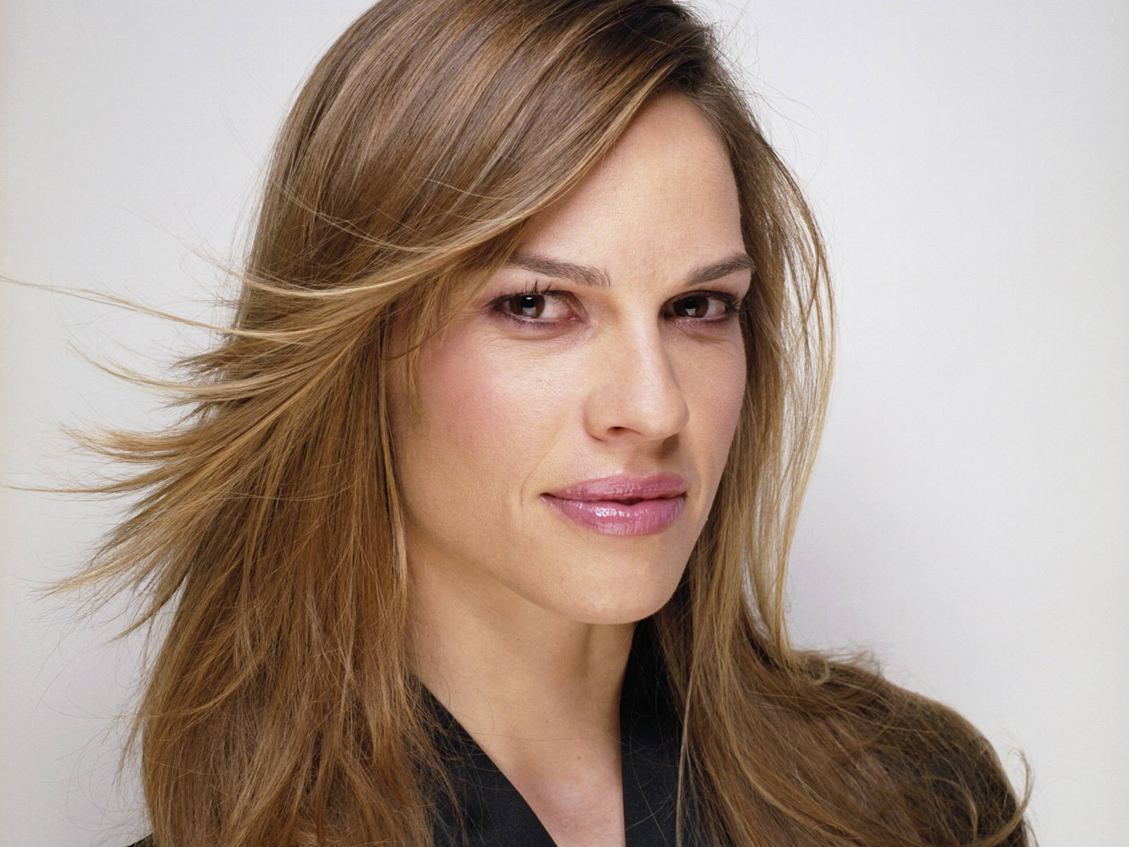 http://www.starok.com/html/photos/more/hilary-swank-4356.jpg