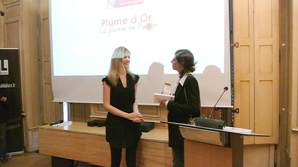 photo Melissa Mourer Ordener présidente du jury du Grand Prix du Livre Audio remet la Plume d'Or à Anna Mouglalis telechargement gratuit