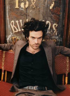 http://www.starok.com/html/photos/more/romain-duris-379.jpg