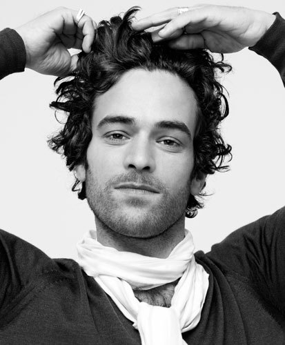 http://www.starok.com/html/photos/more/romain-duris-382.jpg